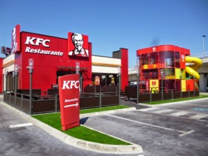 Restaurante KFC con zona de juegos infantiles - experiencia
